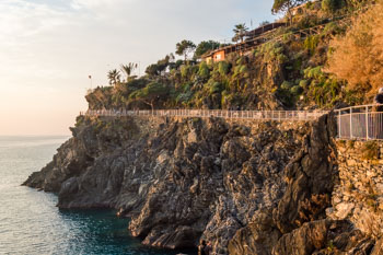 Manarola - Corniglia (view of the start of the path on the side of Manarola), Blue Trail, Cinque Terre, Italy